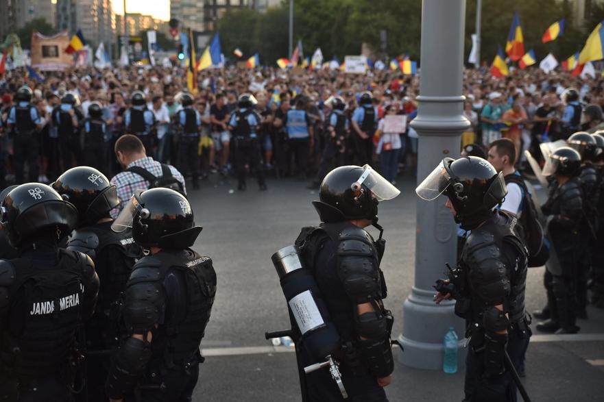 Arme de aproape 1 MILION DE EURO pentru Jandarmerie, de la un om de afaceri acuzat de licitaţii trucate