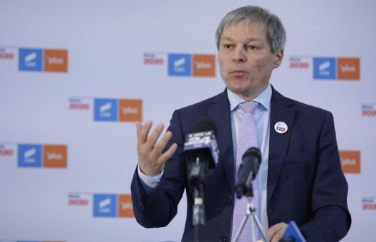 """Dacian Cioloș: """"Nicio tranzacție reală sau fictivă pe care o anunță doamna Plumb în ultimul ceas nu mai convinge pe nimeni"""""""